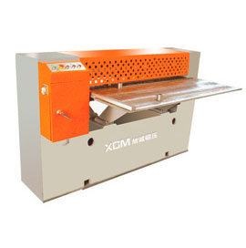 Sheet strip plate shearing machine